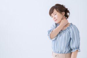 肩甲骨 痛み 左 何科 原因