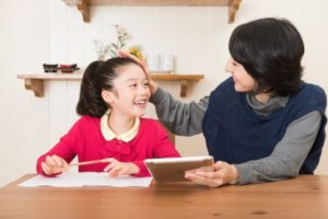 夏休み 宿題 親 手伝う 親の負担 自由研究 一年生